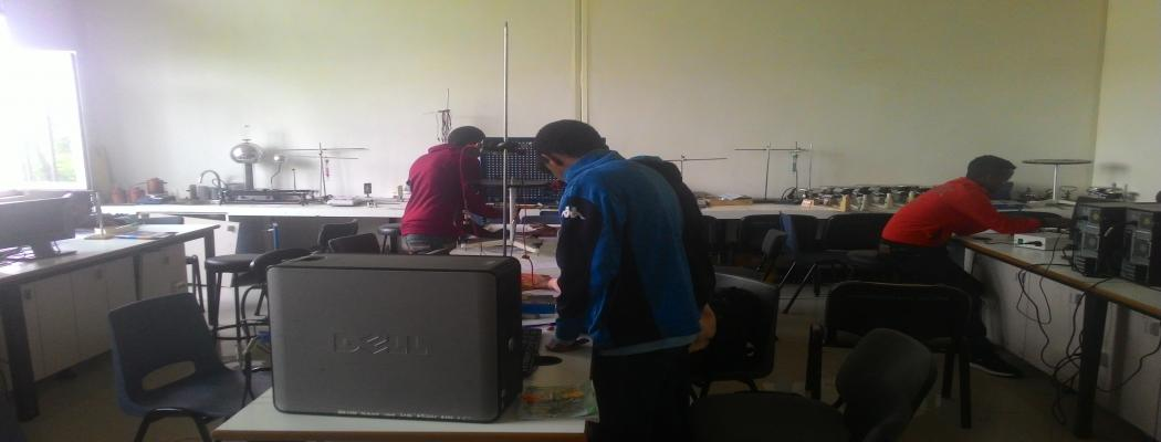 2011 Outreach Summer Program; Students at Physics Laboratory
